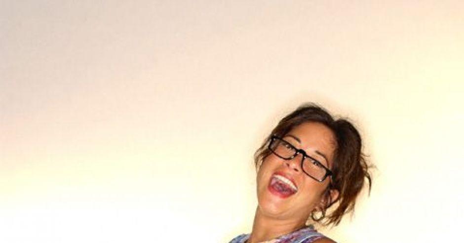 kobieta, mama, ciąża, brzuszek, okulary