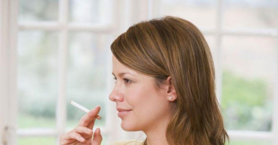 kobieta, mama, ciąża, brzuszek, papieros, palić