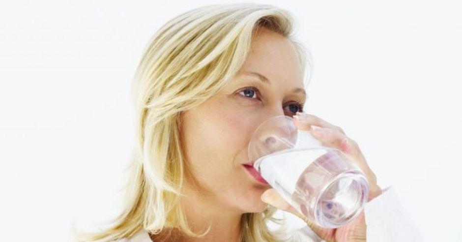 kobieta, mama, ciąża, brzuszek, szklanka, woda