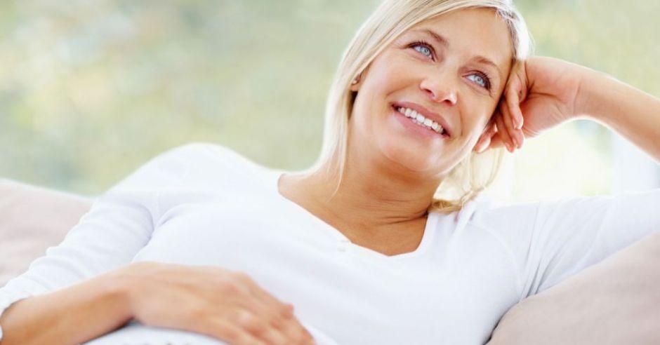 kobieta, mama, ciąża, brzuszek, uśmiech