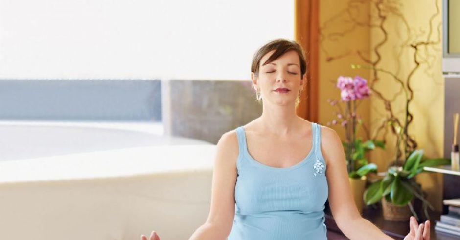 kobieta, mama, ciąża, relaks, ćwiczenia w ciąży