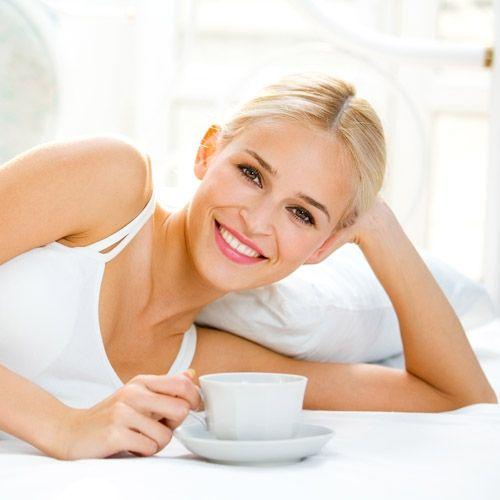 kobieta, mama, kawa, łóżko