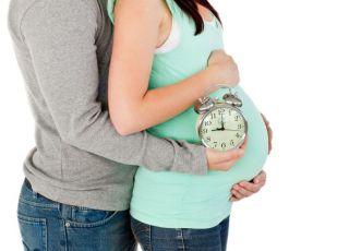 kobieta, mama, mężczyzna, tata, ciąźa, brzuszek, termin porodu, zegarek