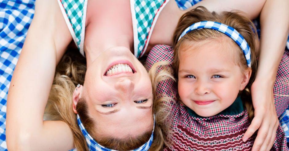 kobieta, mama z córką