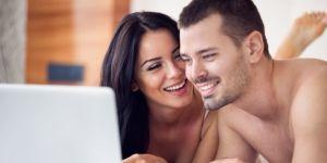 kobieta, mężczyzna, seks, współżycie, laptop, komputer, sypialnia, test