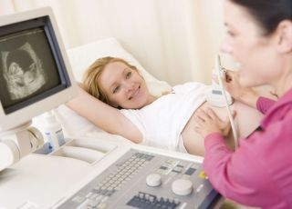 kobieta na badaniu USG narządów rodnych