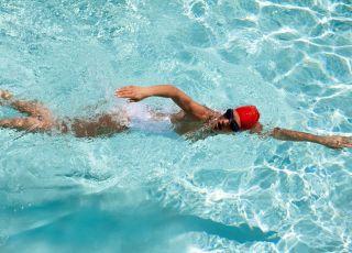 kobieta na pływalni