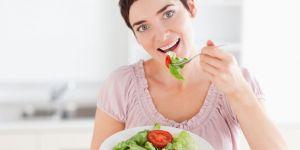 kobieta, odżywianie, kuchnia, warzywa, sałatka