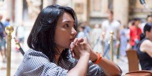 Kobieta spowiada się z grzechu aborcji