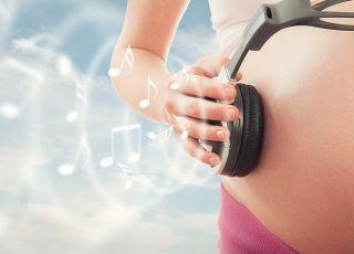 kobieta w ciąży, muzyka, słuchawki, nuty