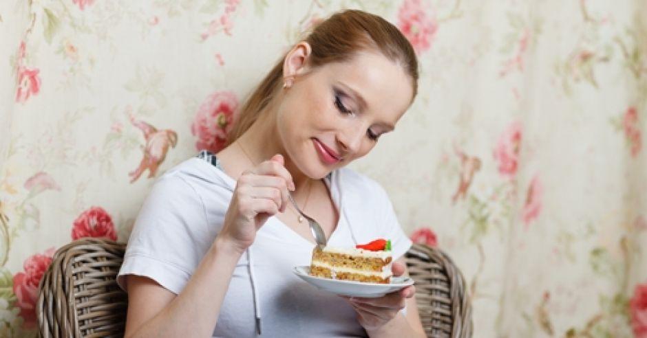 kobieta w ciąży, ciąża, dieta w ciąży, ciastko