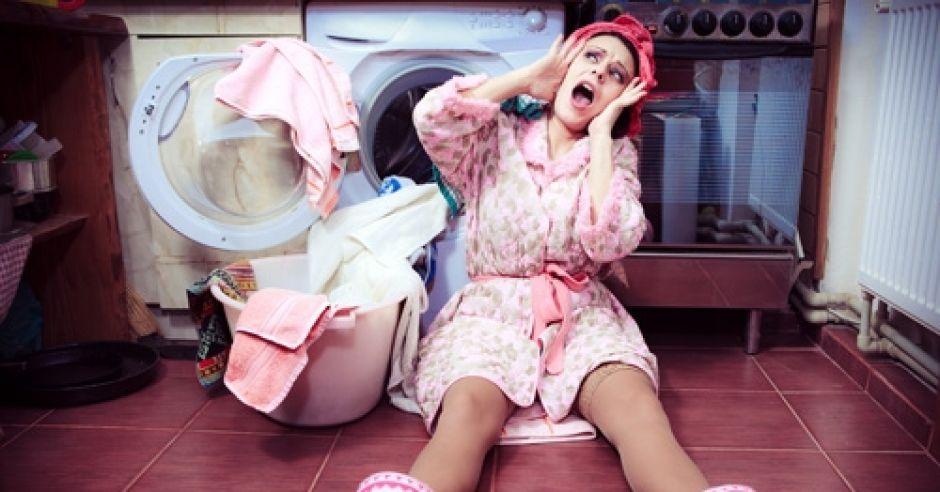 kobieta, zmęczenie, pranie, mama