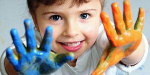 kolorowe ręce, farby, ręce, dziecko