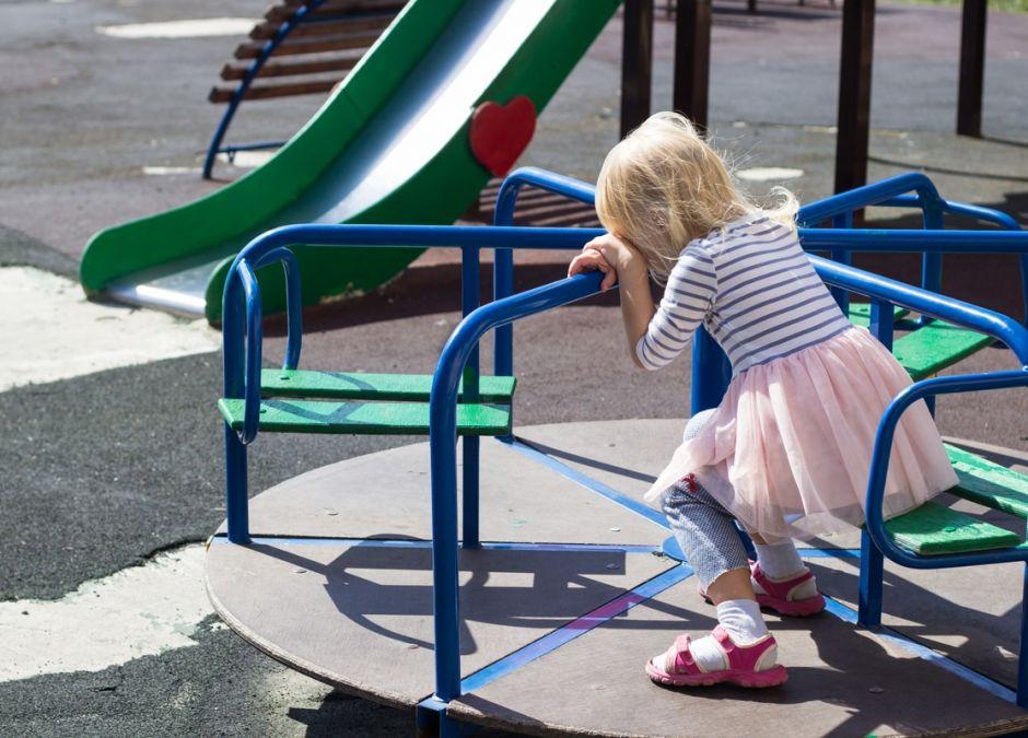 konflikt na placu zabaw między dziećmi