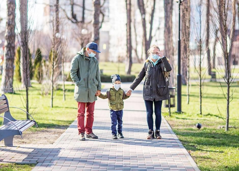 koronawirus a spacer z dzieckiem