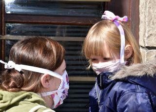 koronawirus: co stanie się z dzieckiem, którego rodzice zachorują na COVID-19?