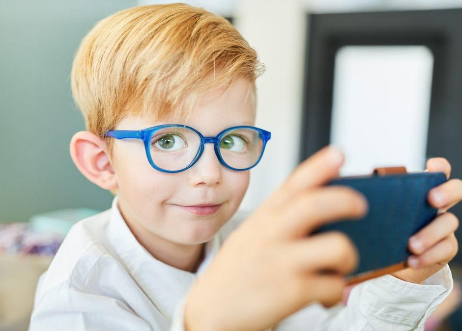 Koronawirus: darmowe smartfony dla dzieci ze świetlic środowiskowych