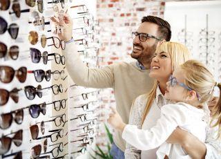 Koronawirus: GIS radzi: noś okulary zamiast soczewek!