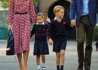 książe George i księżniczka Charlotte w szkole