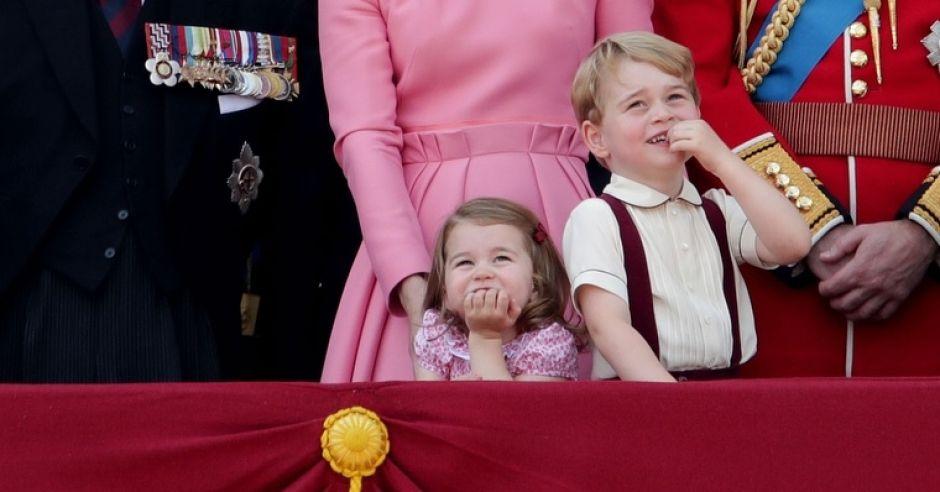 Książę George i księżniczka Charlotte z księżną Kate