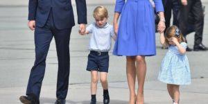 Książę George z rodzicami i siostrą Charlotte