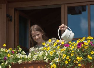 kwiaty, dziecko, balkon