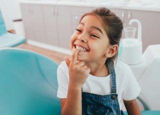 lakierowanie zębów mlecznych