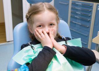 leczenie zęba, dziecko u stomatologa