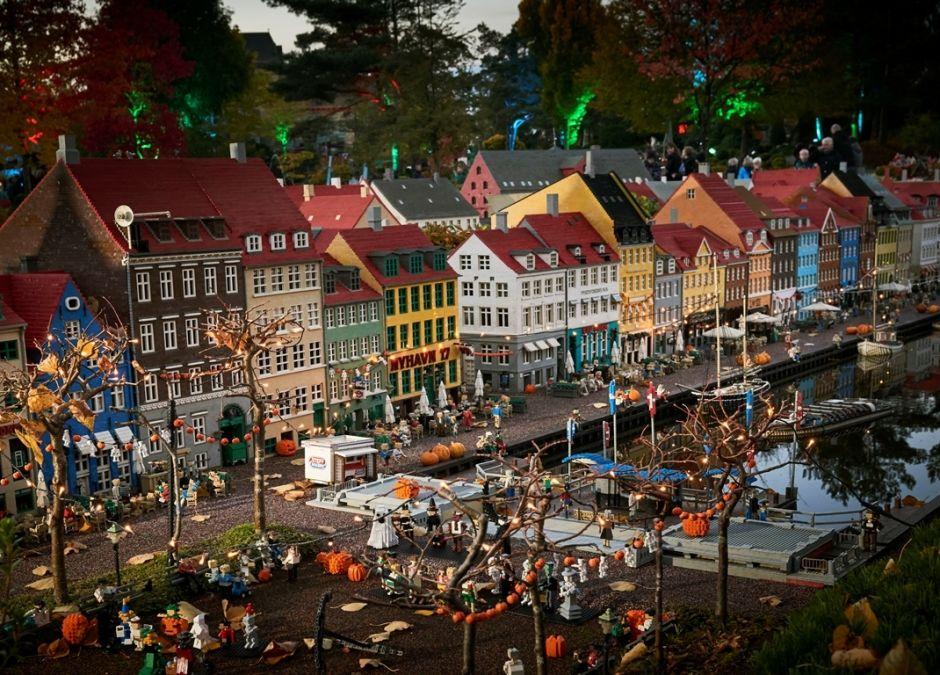 Legoland Halloween, miasteczko