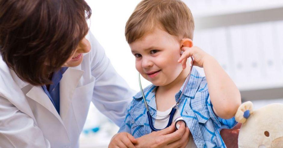 lekarz, dziecko, badanie, słuchawki