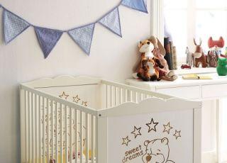 Łóżeczko dla dziecka ze wzorem