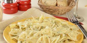 makaron kokardki z serem dla dziecka
