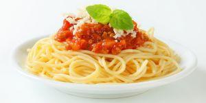 makaron, sos pomidorowy, mięso mielone, potrawa, danie, kuchnia, jedzenie