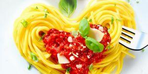 makaron, spaghetti, sos, serce, walentynki