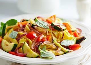 Makaronowe wstążki z warzywami