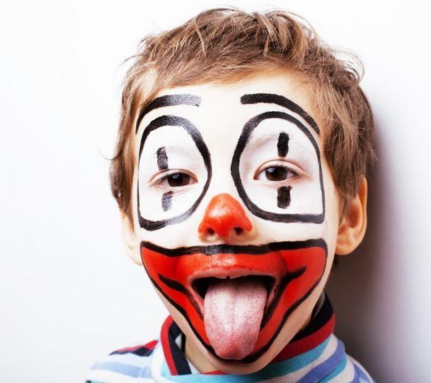 makijaż dla dziecka clown na halloween