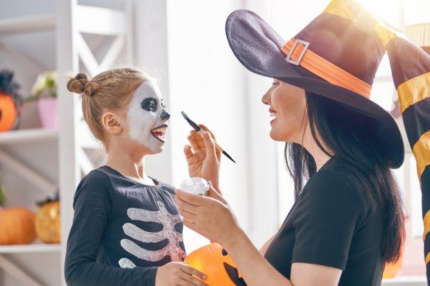 jak przebrać dziecko na Halloween - makijaż