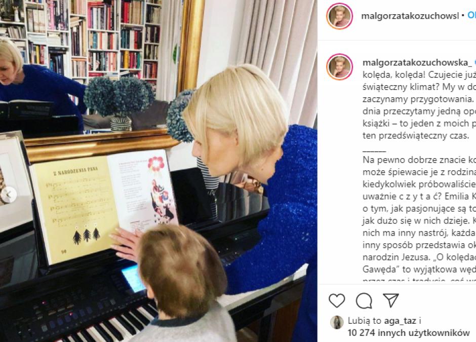 Małgorzata Kożuchowska z synem przy pianinie