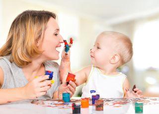 Malowanie farbami; zabawa mamy z dzieckiem; konkurs Babyonline.pl