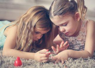 malowanie-paznokci-jest-niebezpieczne-dla-dzieci