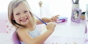 maluch, dziewczynka, rysowanie, kredki