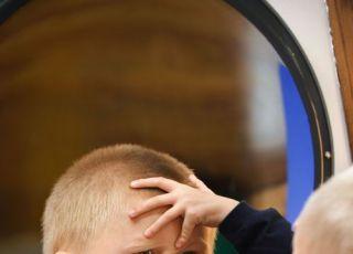 maluch, lustro, głowa