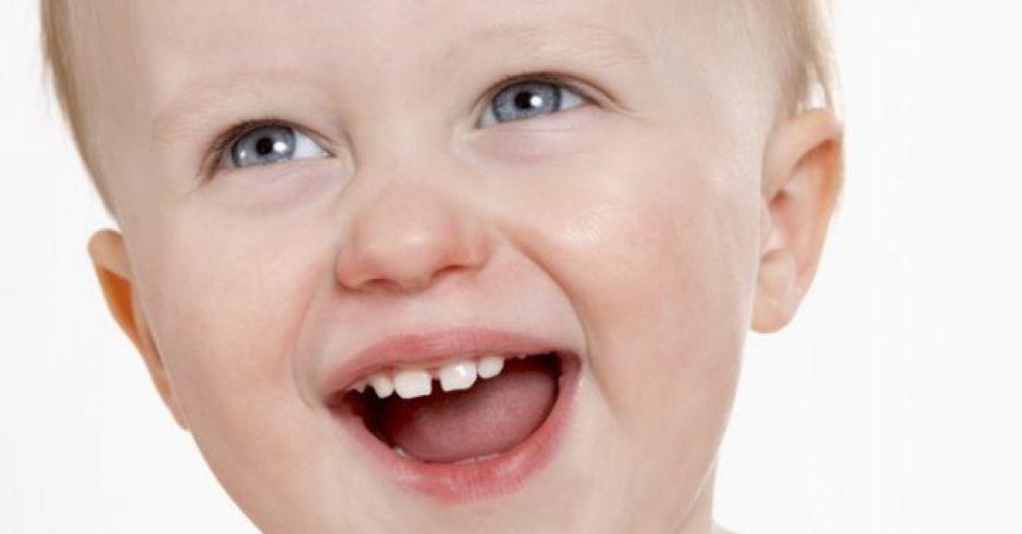 maluch, uśmiech, ząbki