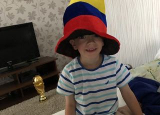 mały chłopczyk po meczu Polska-Kolumbia