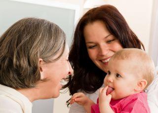 mama, babcia, niemowlę, dziecko