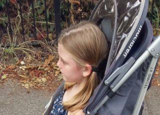 Mama broni 5-letniej córki, która jeździ w wózku