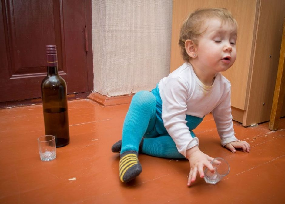 mama dala 2-letniemu dziecku alkohol do pocia