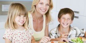 mama, dzieci, obiad, kuchnia