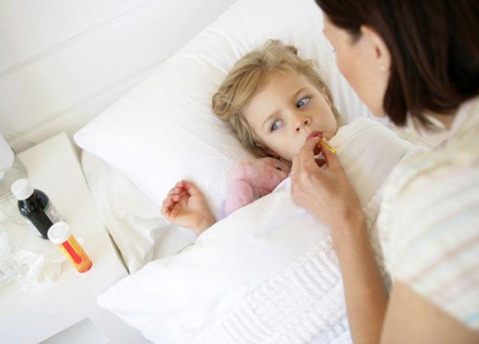 mama, dziecko, choroba, łóżko, lekarstwa, zdrowie