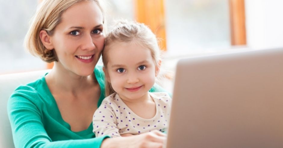 mama, dziecko, dziewczynka, kobieta, komputer, ulga na dziecko, podatki, PIT